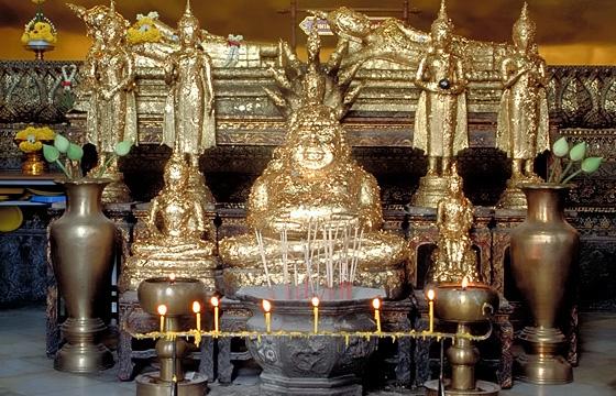Bangkok - Tempel, Innenansicht - Buddha