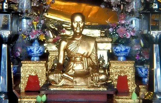 Bangkok, Buddhastatue in einem Tempel