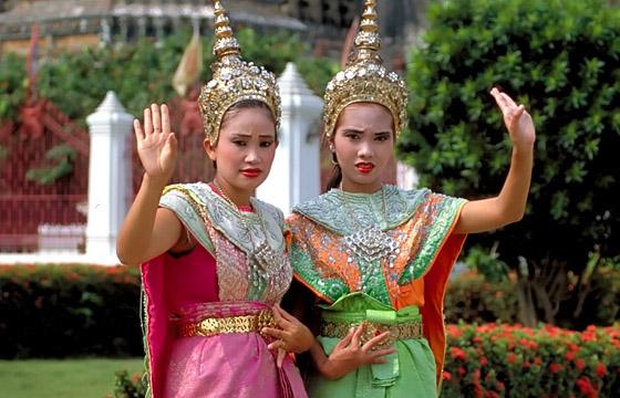 Tempeltänzerinnen beim Wat Arun