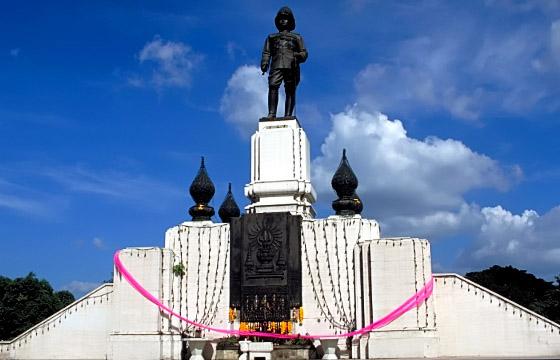 Bangkok - Rama VI Denkmal bei Lumpinie-Park