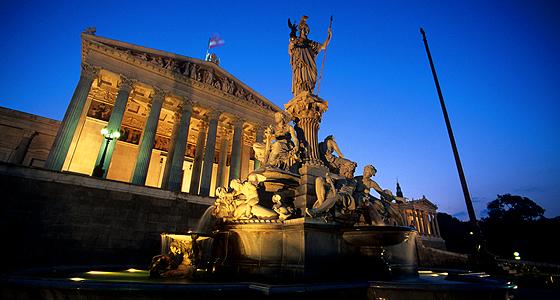 Wien: Parlament - Blaue Stunde  Foto: Thomas Winkler
