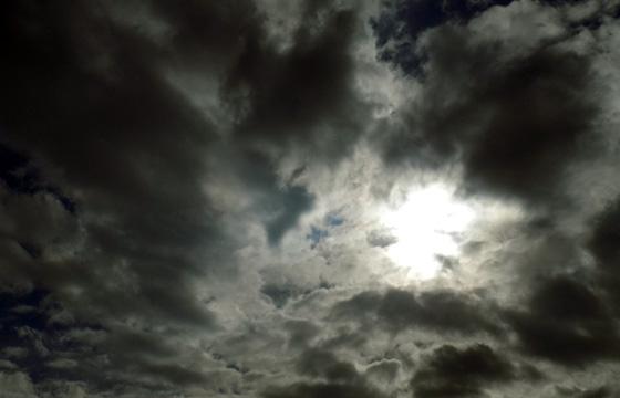 Dicke Wolken im Gegenlicht / Wetterumsturz!