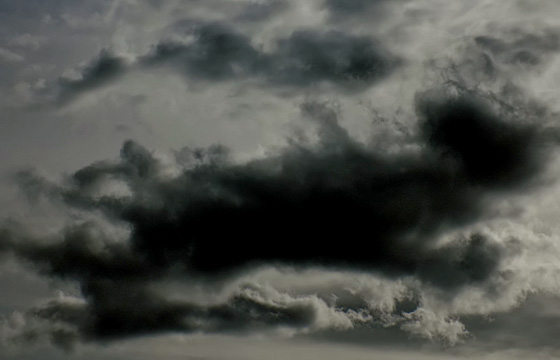 Wolkenformation in Schwarz