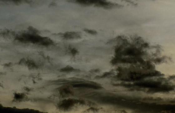 Dicke schwarze Wolken bringen Wettereinbruch