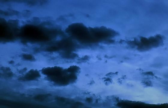 Schwarze Wolken am Abendhimmel - Naturschauspiel!