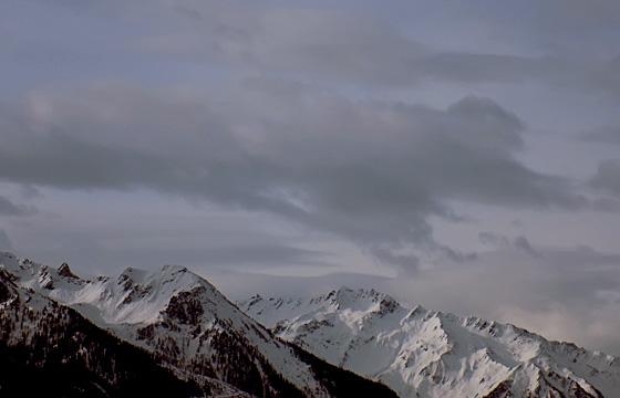 Dicke Wolkendecke über dem Alpenhauptkamm