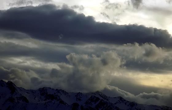 Wolkenfront über dem Alpenhauptkamm