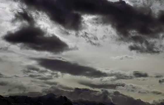Wetterfront mit schwarzen Wolken