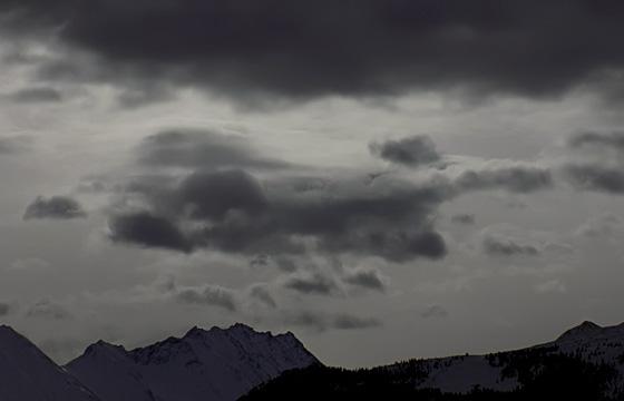 Wetterfront über den Bergen