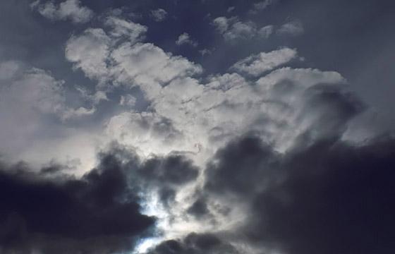 Dunkle Wolken bringen Schlechtwetter