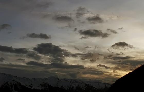Wetterfront am Abendhimmel