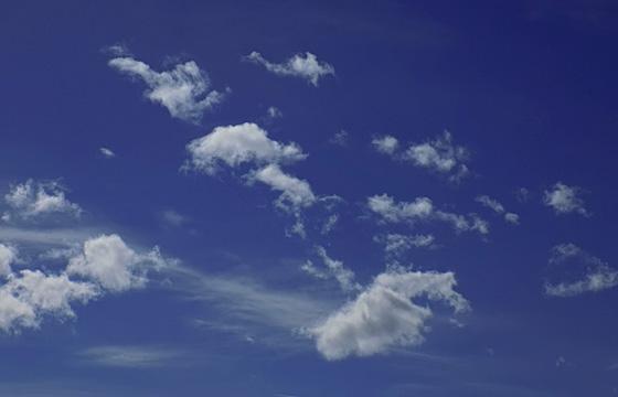 Schäfchenwolken am blauen Himmel / Badewetter! - Hochdruck.