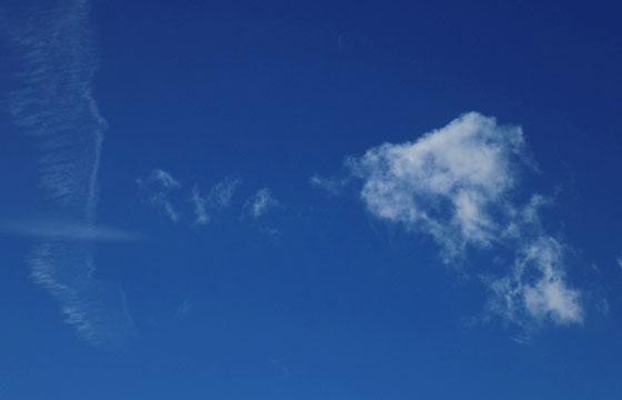 Badewetter - Hochdruck: Blauer Himmel mit Fadenwolken