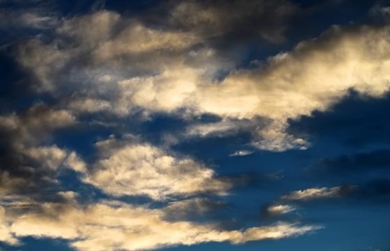 Wolkenformationen am Abendhimmel