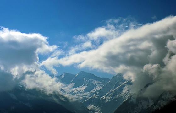 Wolken hängen tief über dem Alpenhauptkamm - Wolkenformation